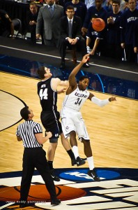 2011_NCAA_Basketball_Championship_Game_tip_off